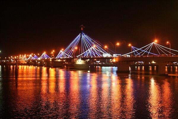 Cầu sông Hàn về đêm lộng lẫy giữa Đà Nẵng