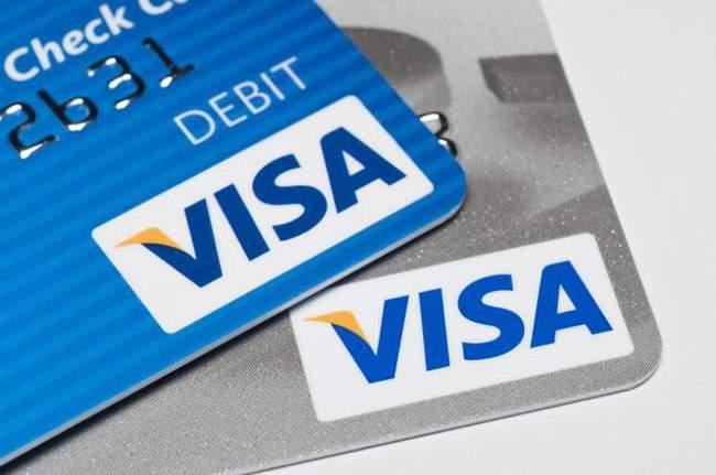 Sử dụng thẻ thanh toán quốc tế sẽ giúp bạn giảm thiểu chi phí phát sinh phụ
