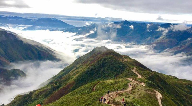 Săn mây tại Tà Xùa - 'Sống Lưng Khủng Long'