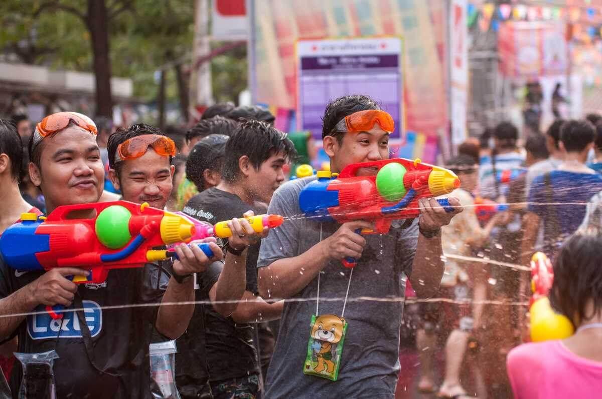 Quẩy Tung Nóc Với Lễ Hội Té Nước Songkran Mừng Năm Mới Tại Campuchia