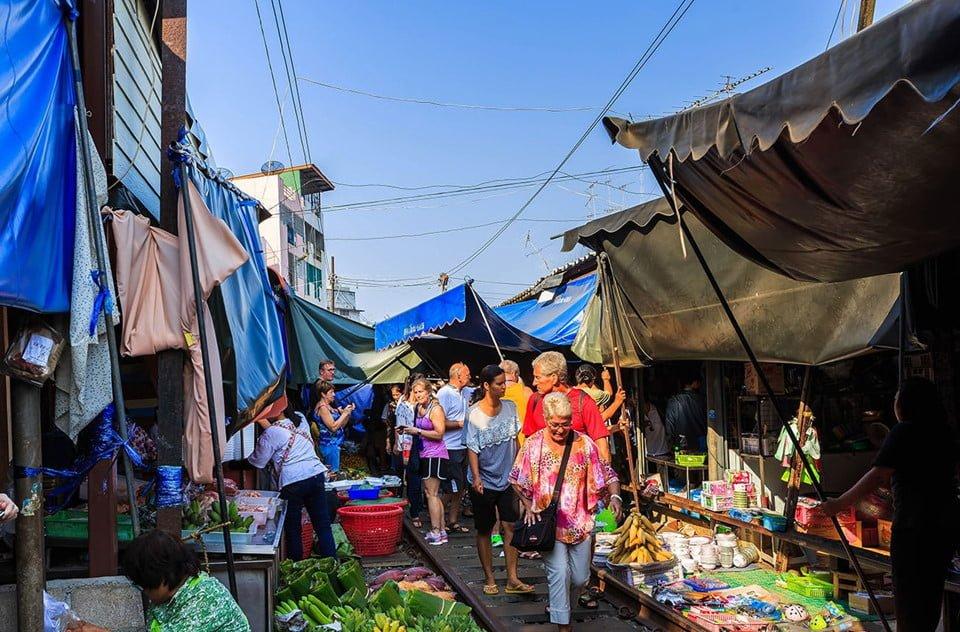 Chợ đường sắt Maeklong