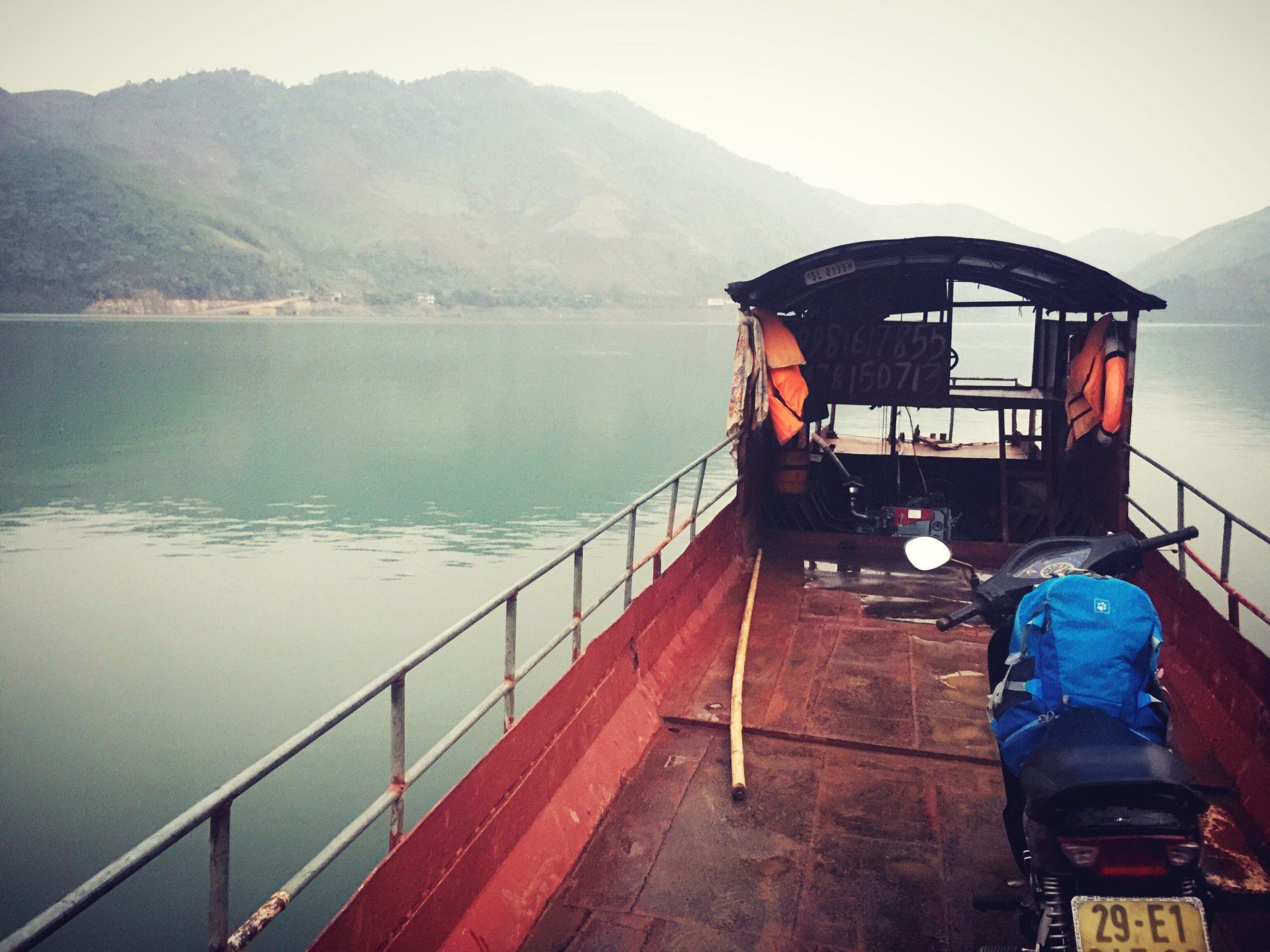 Đắm chìm với cung đường lên Mộc Châu bằng xe máy -