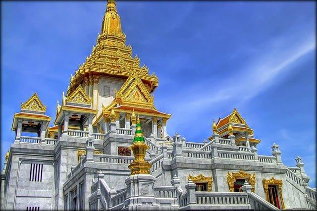 Khu Chinatown với tượng phật bằng vàng lớn nhất thế giới