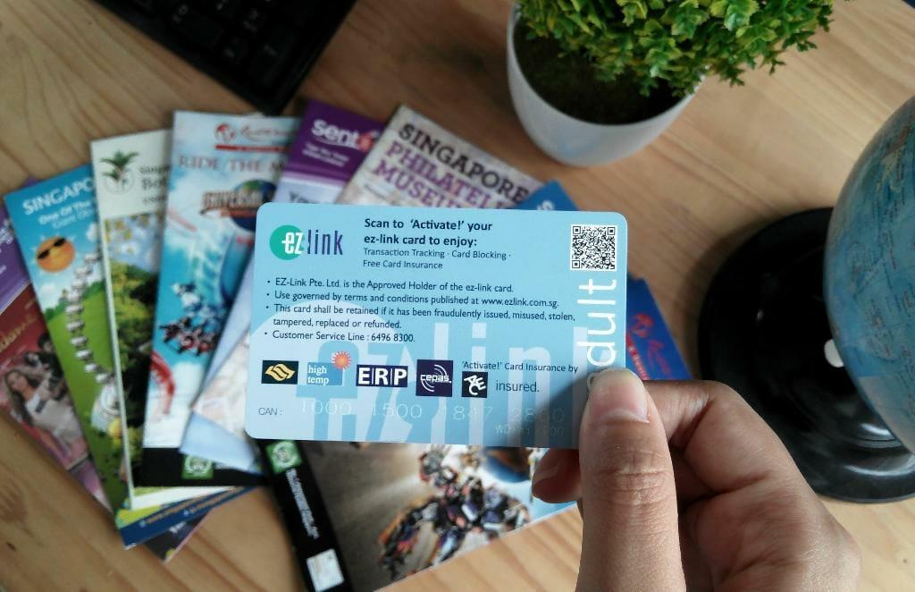 Thẻ Ez Link dùng để đi tàu điện ngầm MRT