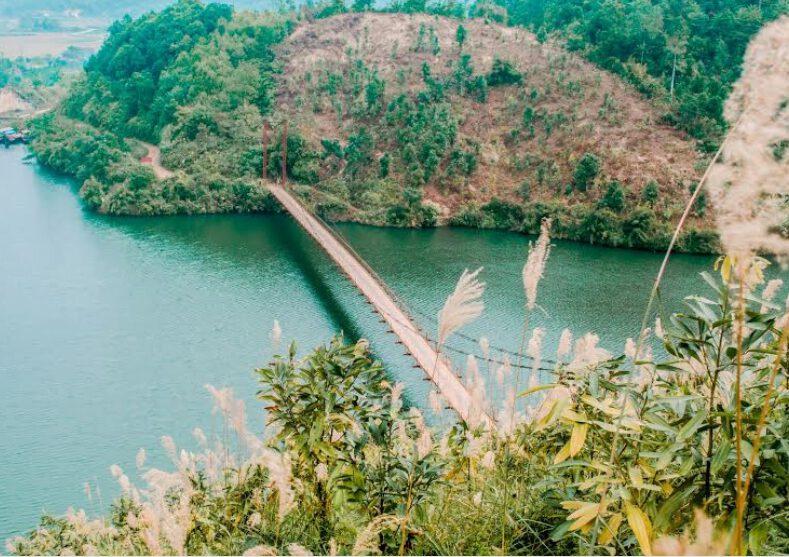 Khám phá vẻ đẹp của Hồ Ly ở Yên Lập