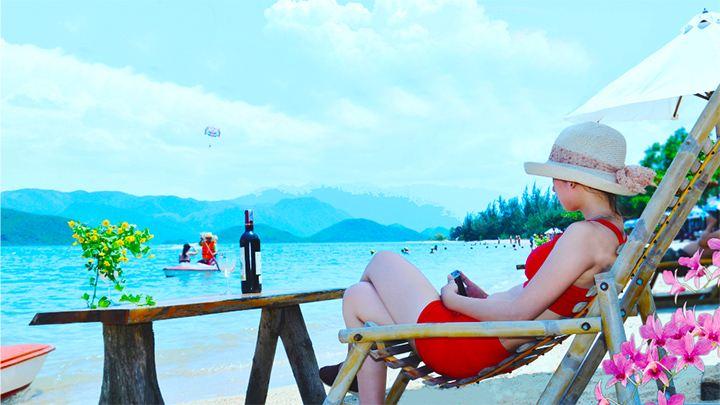 Bạn thỏa sức tắm biển và ngắm cảnh ( ảnh sưu tầm)