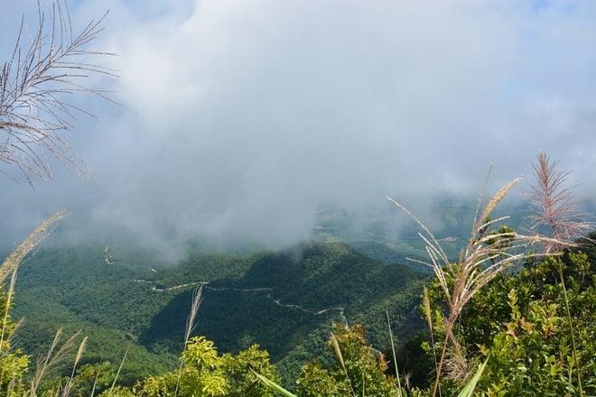 Khám phá co đường lên Bạch Mã quanh co dốc núi (ảnh sưu tầm)