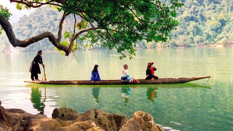 Khám phá vẻ đẹp của hồ Ba Bể (ảnh sưu tầm)