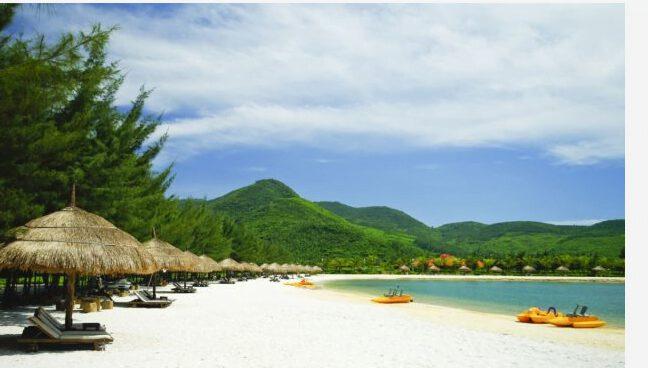 Bãi cát đẹp như tranh ở Hòn Tằm (ảnh internet)