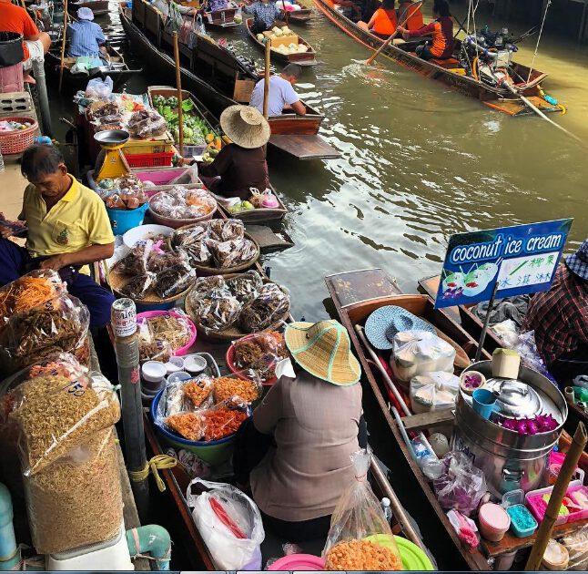 chợ nổi Damnoen Saduak có đủ các loại hàng hóa (ảnh sưu tầm)