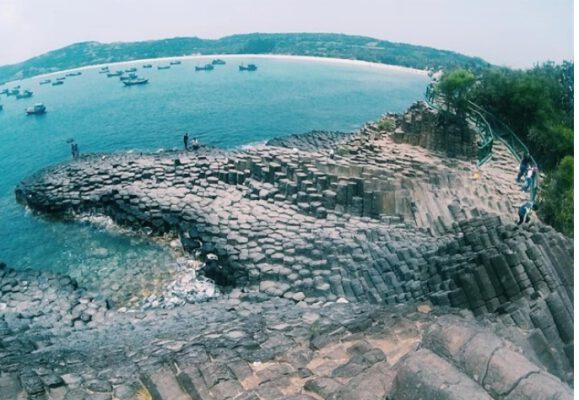 Ghềnh Đá Đĩa với khối đá xếp chồng đẹp độc đáo (ảnh internet)
