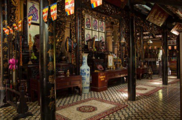 Không gian bên trong chùa Giác Lâm (ảnh internet)
