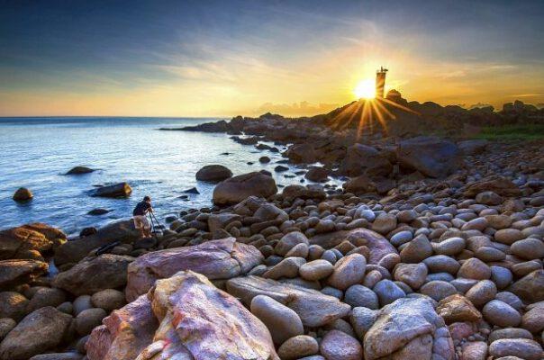 Ngọn hải đăng Ghềnh Đèn (ảnh internet)