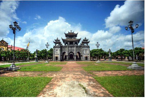 Nhà thờ đá Phát Diệm có kiến trúc cổ đẹp độc đáo (ảnh inter net)