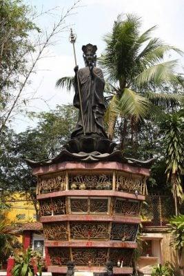 tượng bằng kim loại quý ở chùa Nam Thiên Đệ Nhất Trụ (ảnh internet)