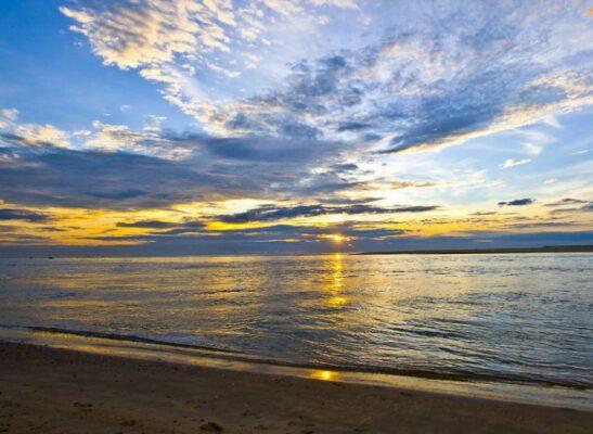 Biển Nhật Lệ xinh đẹp ở Quảng Bình (ảnh internet)