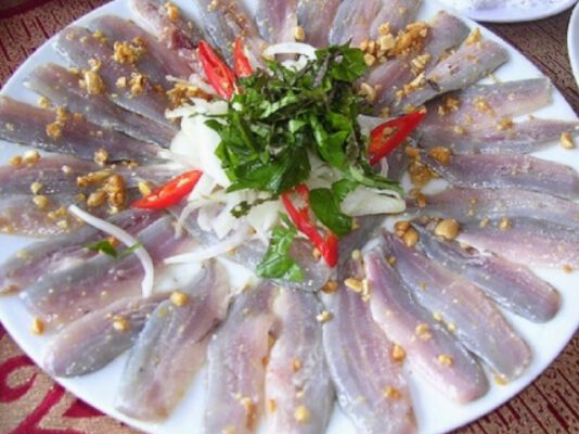 Đặc sản gỏi cá nhám Quảng Bình (ảnh internet)