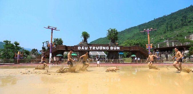 Đấu trường bùn ở núi Thần tài (ảnh internet)