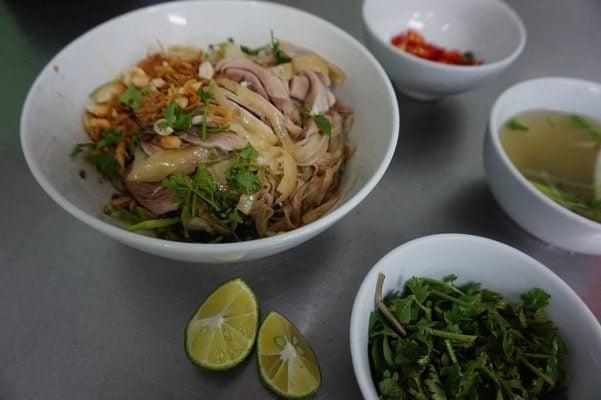 Phở gà Phủ Doãn ngon nổi tiếng Hà Nội (ảnh internet)