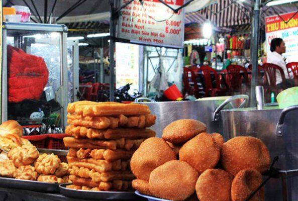 Các loại bánh tiêu, bánh kem su ở chợ đêm Đà Lạt (ảnh internet)