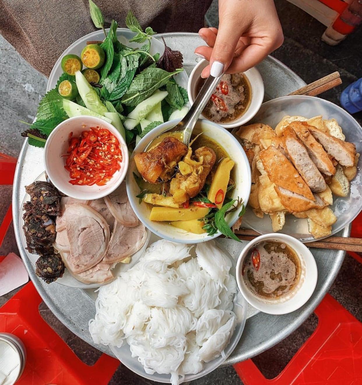 Dạo quanh 36 phố phường, ăn gì cho đúng chất Hà Nội
