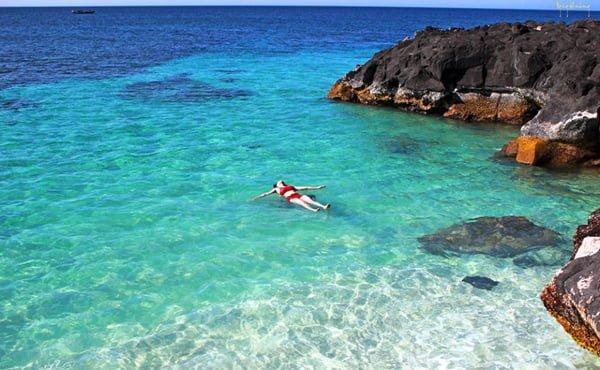 Thỏa thích tắm biển ở đảo Bé (ảnh sưu tầm)