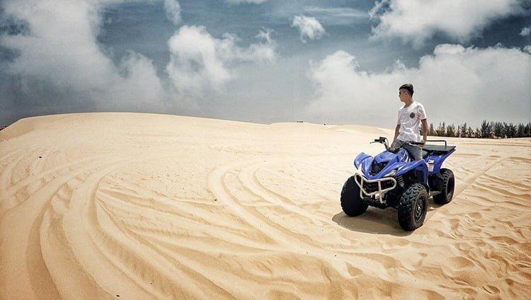Trải nghiệm trò chơi mô tô tại đồi cát (ảnh sưu tầm)