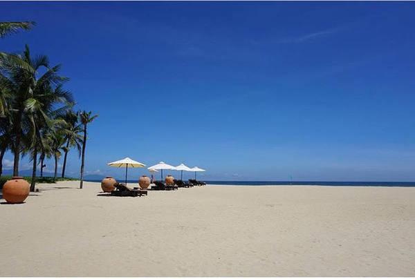Ngắm biển Hà My xinh đẹp bên tán dừa xanh (ảnh sưu tầm)