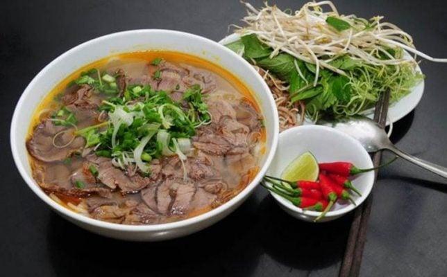 Bún bò Sài Gòn ngon và hấp dẫn (ảnh sưu tầm)