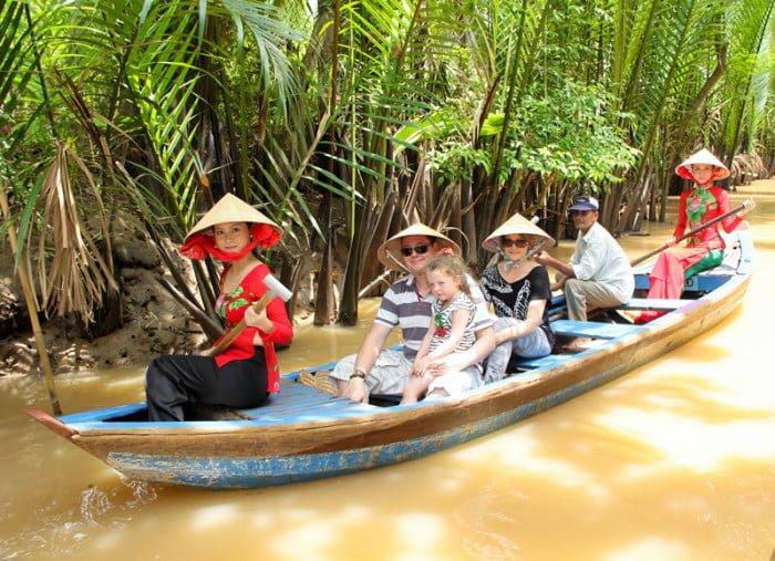 Đi thuyền trên dòng sông Tiền thơ mộng (ảnh sưu tầm)