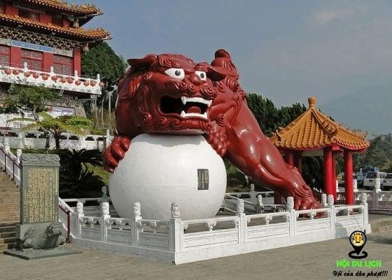Hình ảnh con sư tử ở quảng trường miếu văn võ(ảnh sưu tầm)
