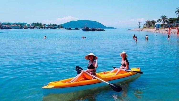 Trải nghiệm chèo thuyền Kayak ở đảo