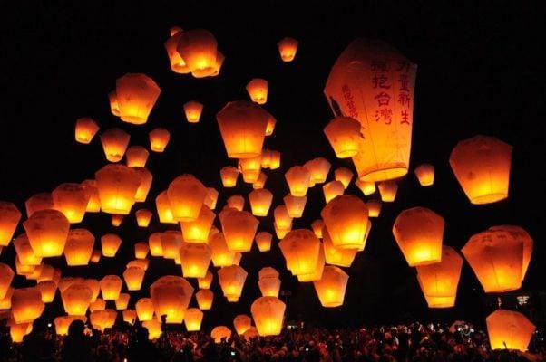 lễ hội đèn trời với hàng nghìn chiếc đèn ở Thập Phần (ảnh sưu tầm)