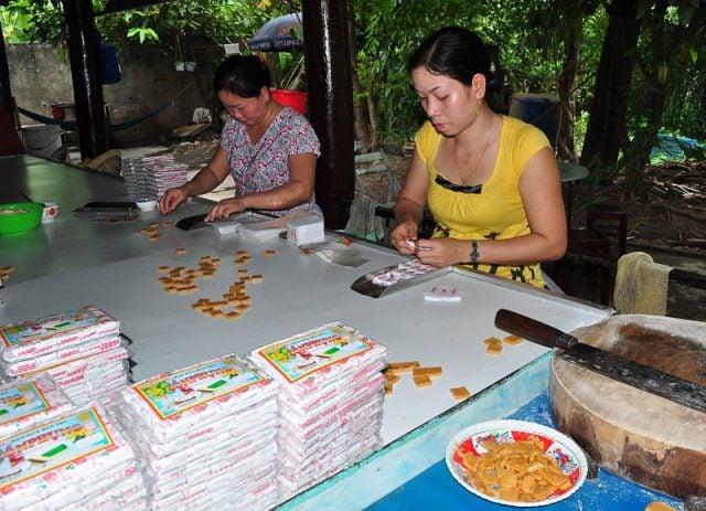 Tham quan xưởng sản xuất kẹo dừa (ảnh sưu tầm)
