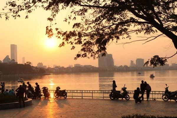 Hồ Tây - địa điểm vui chơi ở Hà Nội thú vị.