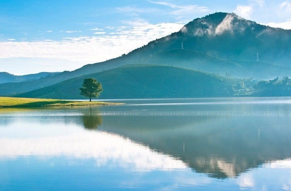 Vẻ đẹp thơ mộng của hồ Xuân Hương.