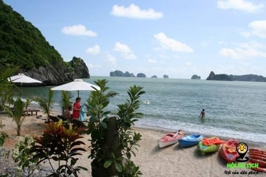 Bãi tắm Cát Dứa ở đảo Cát Bà