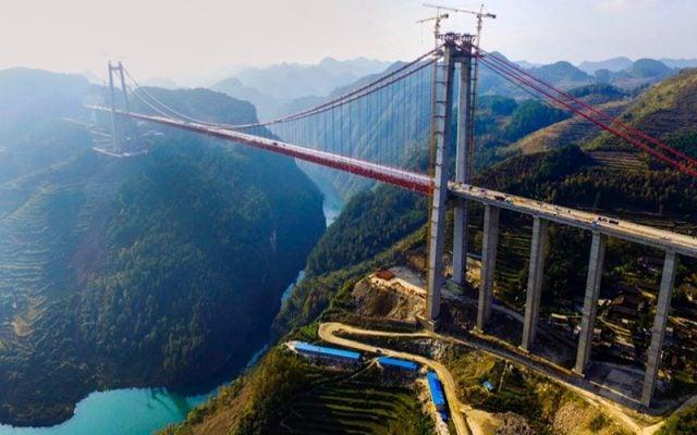 Cầu treo khổng lồ bắc qua sông Thanh Thủy (ảnh sưu tầm)