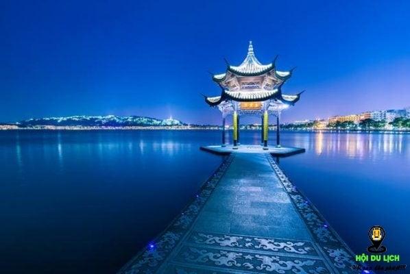 Tây Hồ đẹp lung linh- điểm đến của nhiều khách du lịch