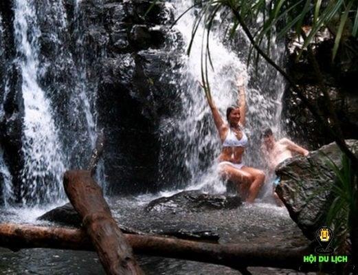 Thỏa thích tắm mát ở suối Tranh (ảnh sưu tầm)