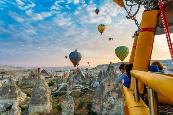 Du khách có nhiều lựa chọn cho dịch vụ bay khinh khí cầu