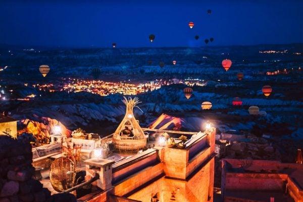 Cappadocia lung linh về đêm