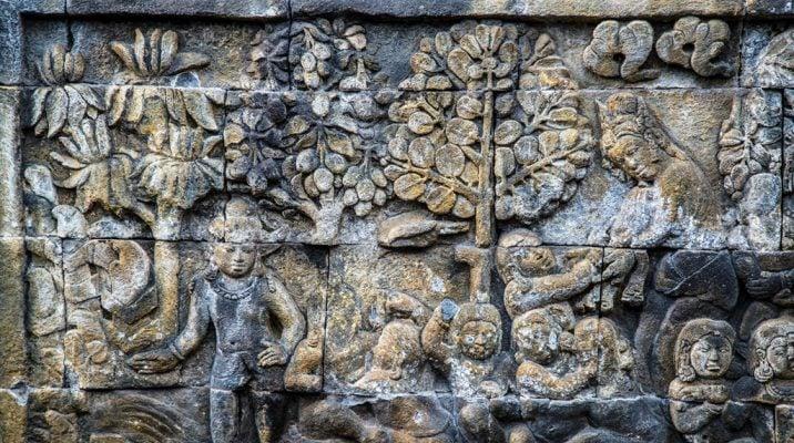 Các bức phù điêu mô tả cuộc sống trần tục của cõi Dục giới