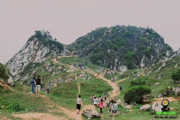 Núi Trầm - ngọn núi của những mùa du lịch bận rộn. Nguồn: Internet
