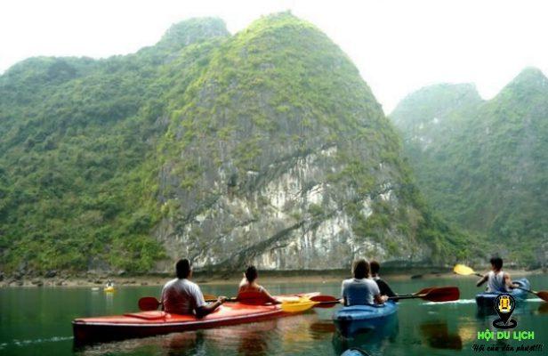 Trải nghiệm chèo thuyền kayak ở vịnh Lan Hạ