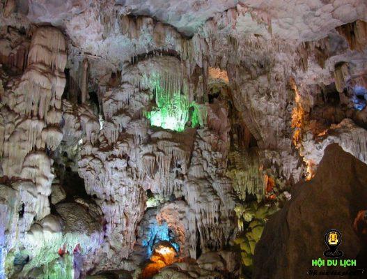 Khám phá vẻ đẹp các hang động ở Cát Bà