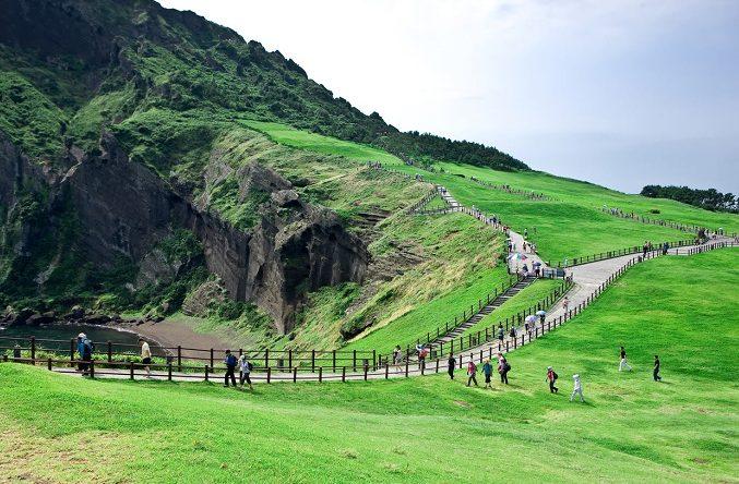 con đường leo lên núi Seongsan Ilchulbong đẹp như tranh(ảnh sưu tầm)