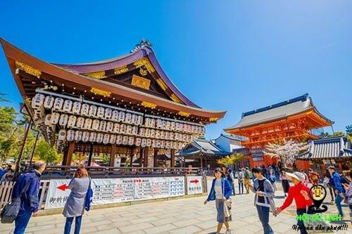 Đền Yasaka Shrine, biểu tượng nghìn tuổi của Kyoto