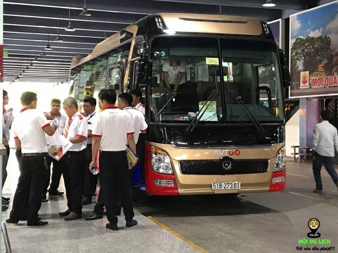 Nhân viên xe buýt đông hơn cả hành khách