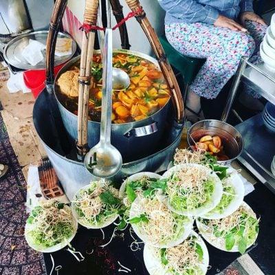 Bún riêu gánh – gần chợ Bến Thành